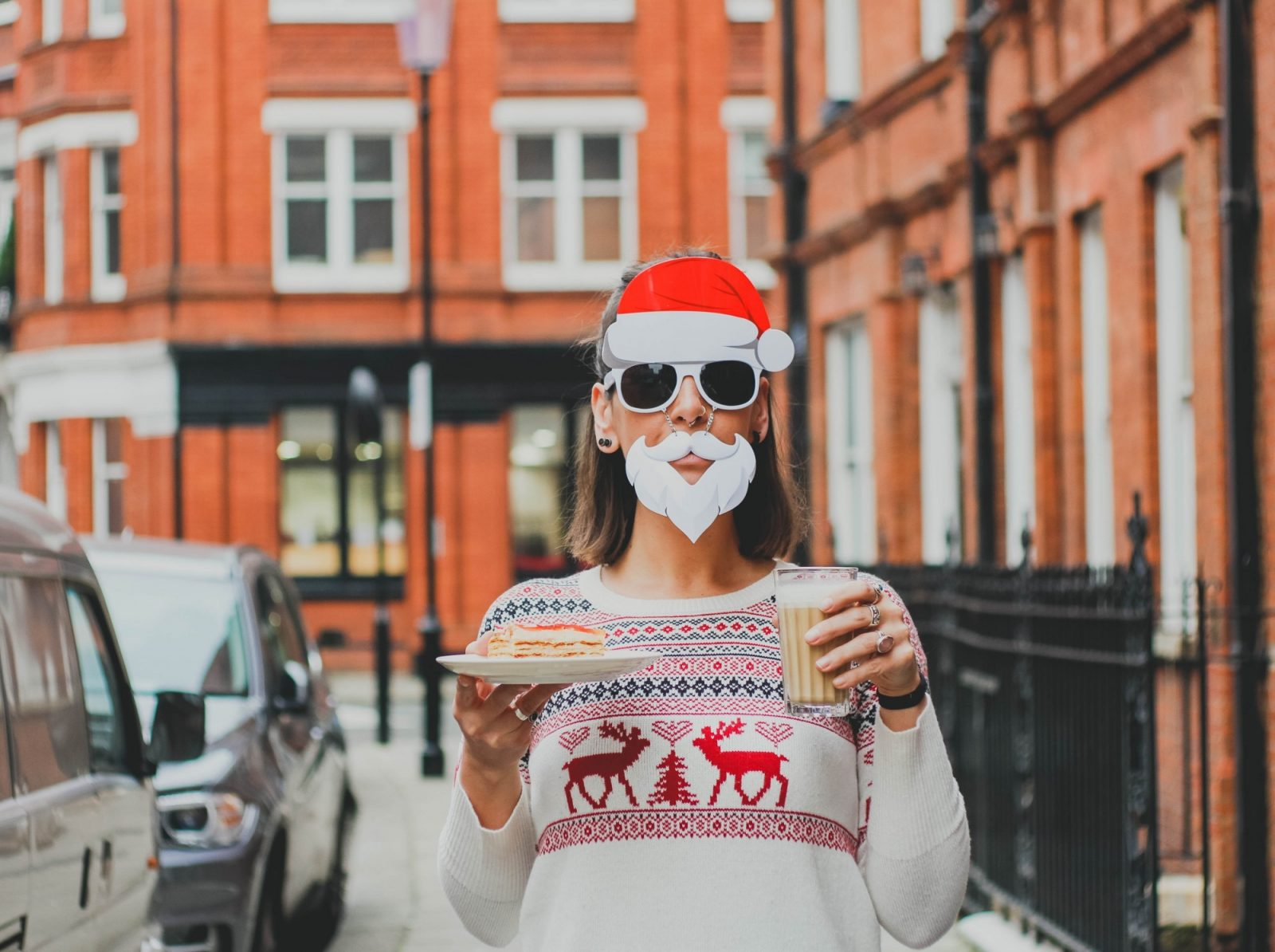 Single? 10 Tips to Survive and Thrive the Lead up to Christmas and the Actual Day